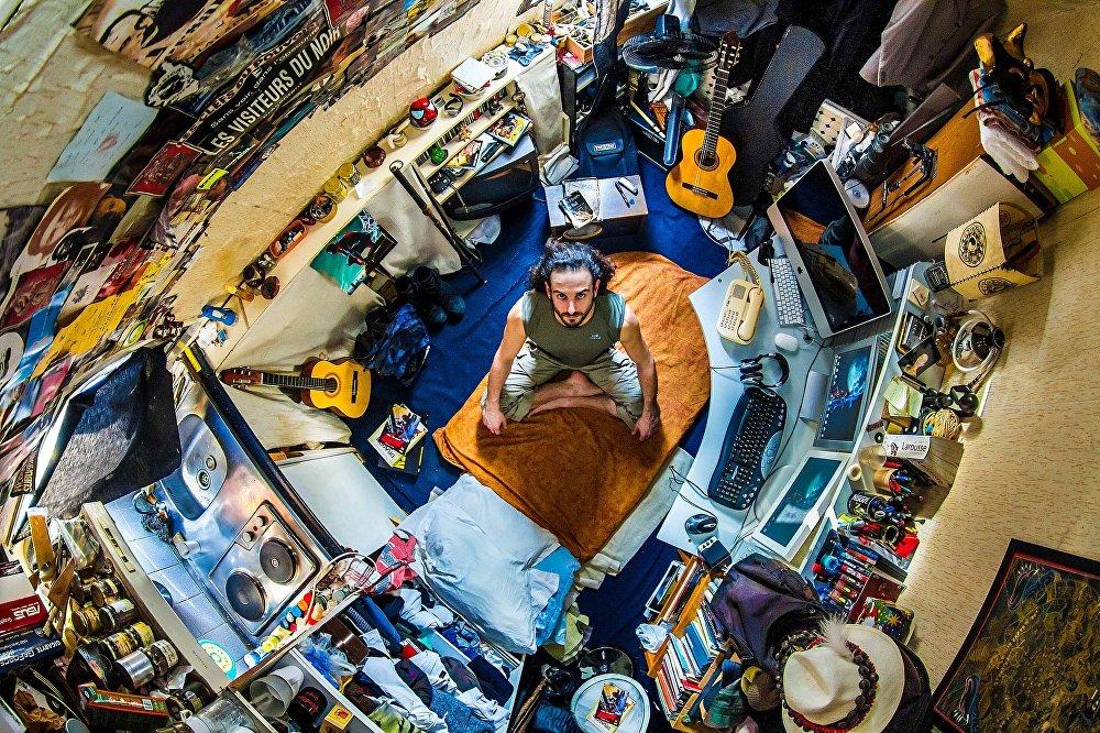 Jozef, 30 godina, umetnik, Pariz (Francuska)/ Photo: John Thackwray