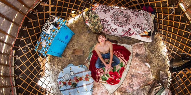 Žalaj, 18 godina, srednjoškolac, Žambil (Kazahstan) / Photo: John Thackwray