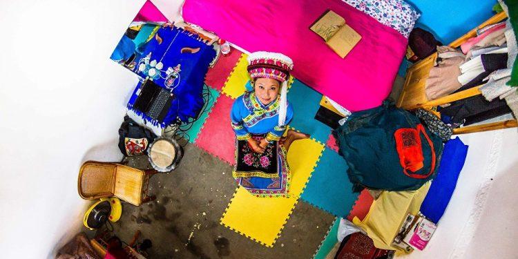 Juan, 22 godine, prodavačica, Dali (Kina) / Photo: John Thackwray
