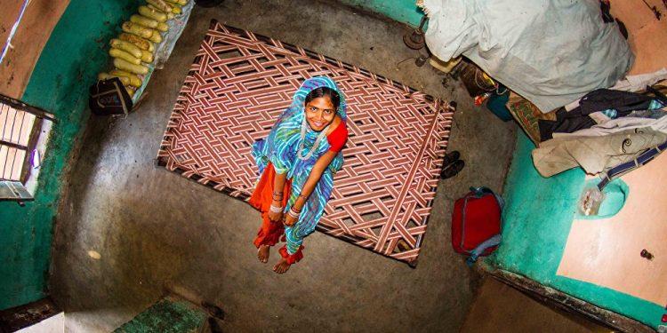Aša, 17 godina, domaćica, Bamansemilja (Indija) / Photo: John Thackwray