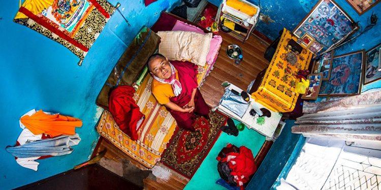 Pema, 22 godine, budistički učenik, Katmandu (Nepal) / Photo: John Thackwray
