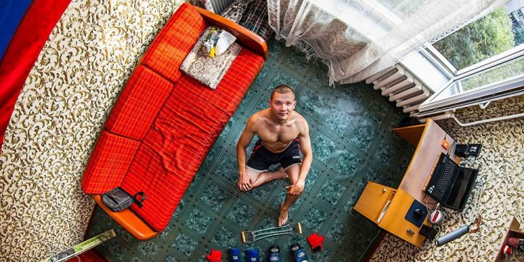 Oleg, 24 godine, telefonski inženjer, Novosibirsk (Rusija) / Photo: John Thackwray