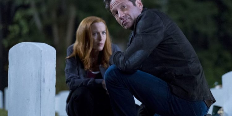 "THE X-FILES:  L-R:  Gillian Anderson and David Duchovny in the ""This"" episode of THE X-FILES airing Wednesday, Jan. 10 (8:00-9:00 PM ET/PT) on FOX. ©2017 Fox Broadcasting Co. Cr:  Robert Falconer/FOX"