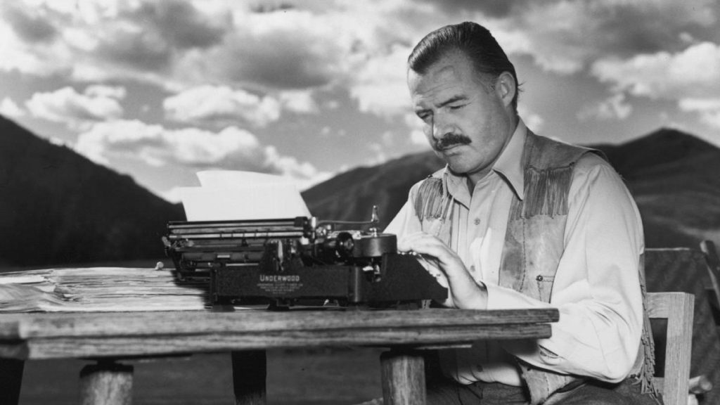 Ernest Hemingvej/Photo: biography.com