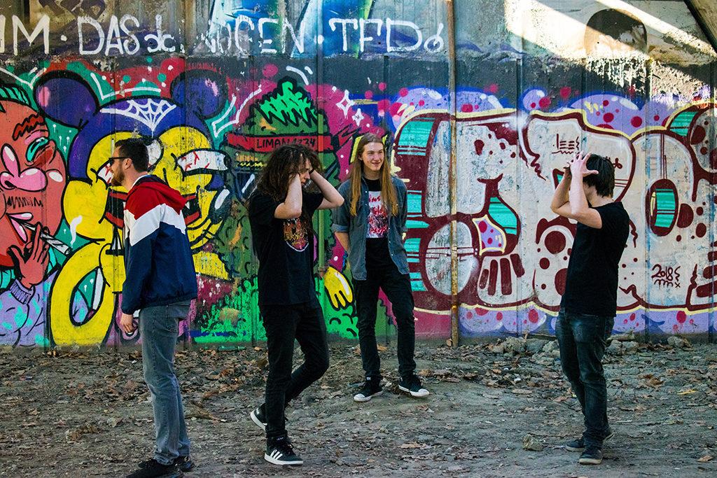 Crossroad/ Photo: Promo (Lampshade Media)