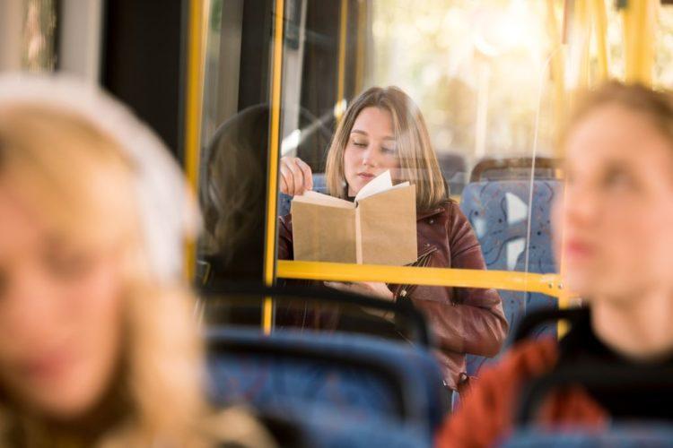 Knjiga, autobus/Photo: Shutterstock
