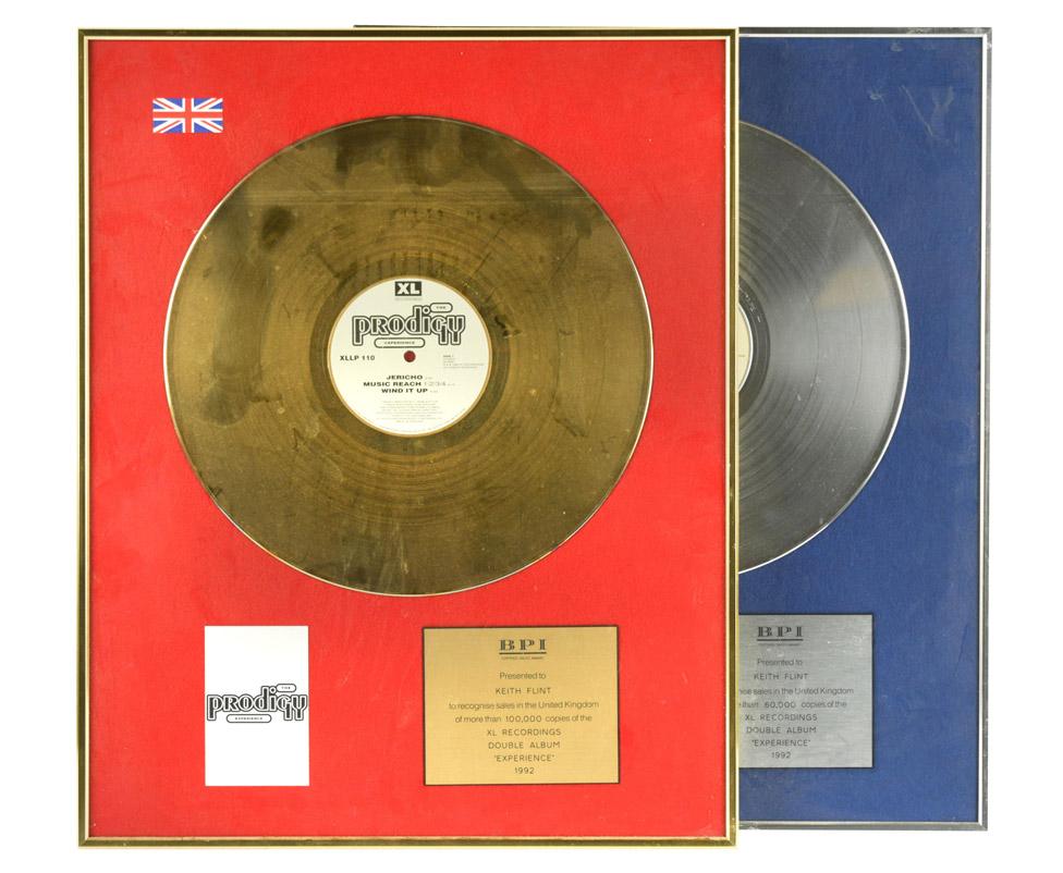 """Zlatni i srebrni diskovi koje je bend Prodidži dobio kao nagradu za prodaju debi albuma """"Experience"""" su prodati za 13.000 funti/Cheffins"""