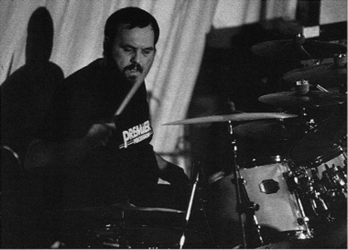"""Abdrej Pintarič/Photo: Mišo Hochstaetter, izvor: album Lačni Franz """"Petnajstletnica v živo""""1995."""