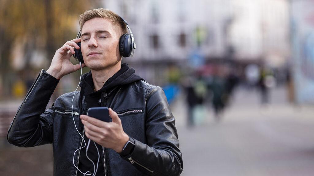 Slušanjemuzike/Photo: freepik.com