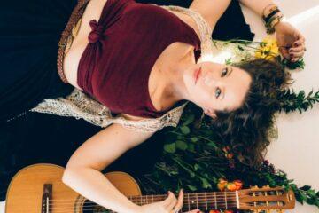 Kimberli Tauzend/Photo; Kimberlytownshand.com