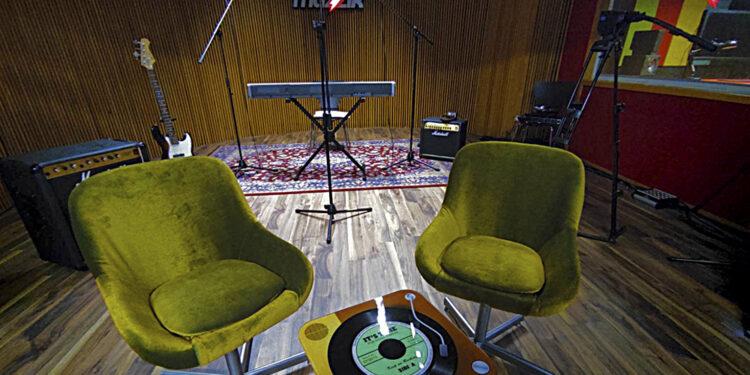 Studio/ Photo: Promo (AMVA 2020)