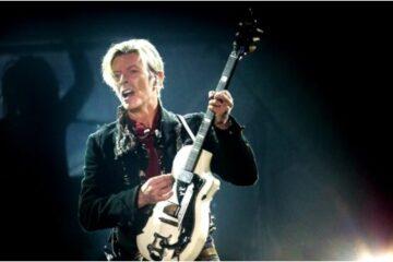 Dejvid Bouvi Tim Major guitar/Photo: Omega auctions