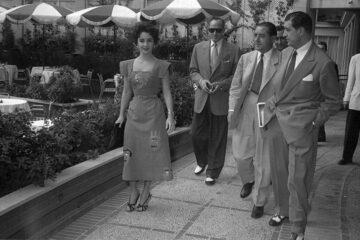 © Elizabet Tejlor i Majkl Vajlding sa novinarima u hotelu Kasteljana Hilton u Madridu, septembar 1953. Autor: Herardo Kontreras, Arhiv fotografija Herardo Kontreras, Regionalna arhiva Autonomne pokrajine Madrid