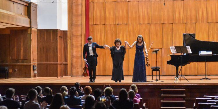 Sara Mekelrevi, Julijan Rahlin i Sofi Rahlin/ Photo: Belkisa Beka Abdulović